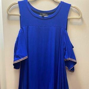 Spanish style blue shirt with flowy design